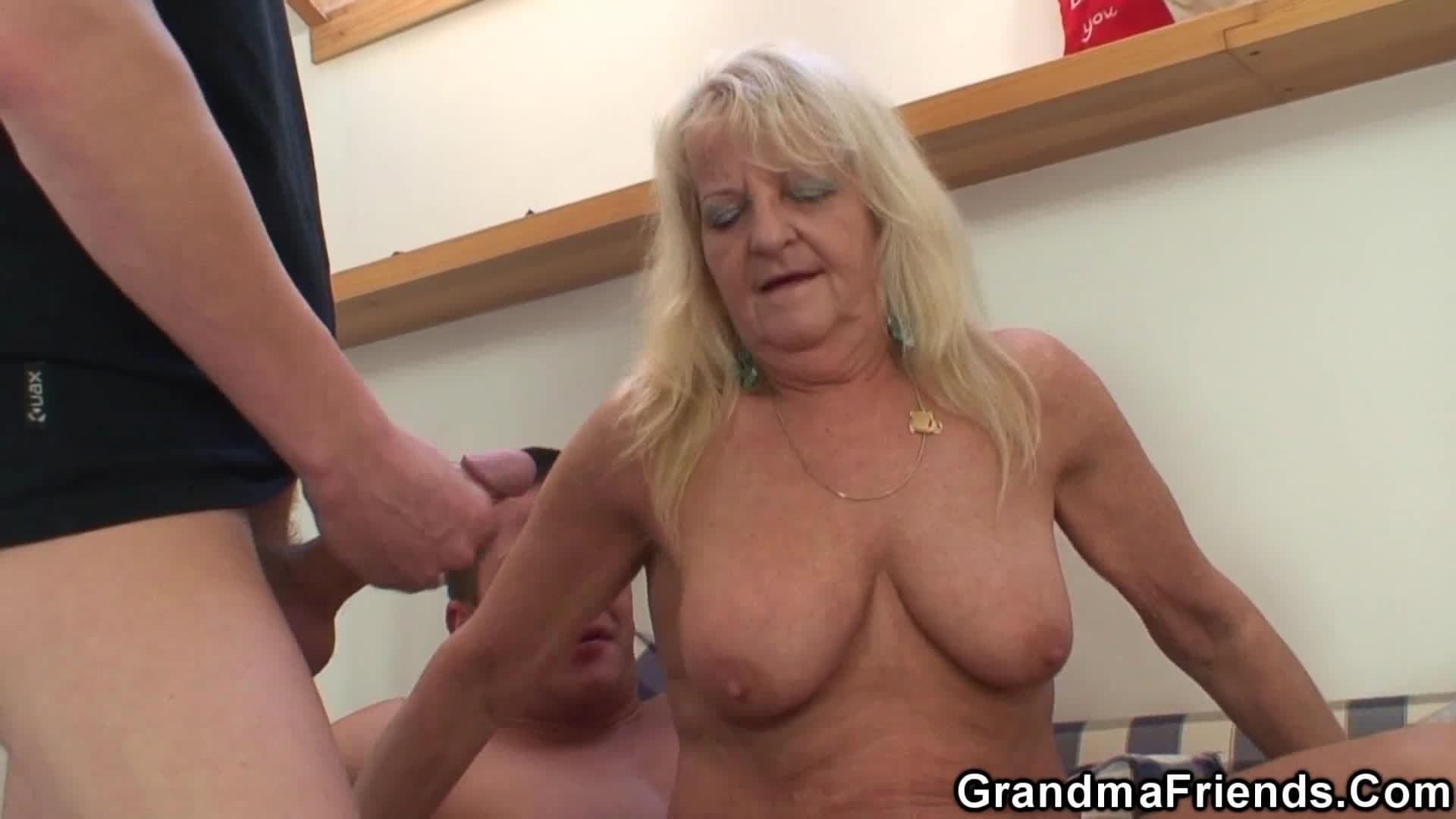 Abuela Primera Vez Anal Porno Duele dándole a la vieja por el culo | viejasfollando