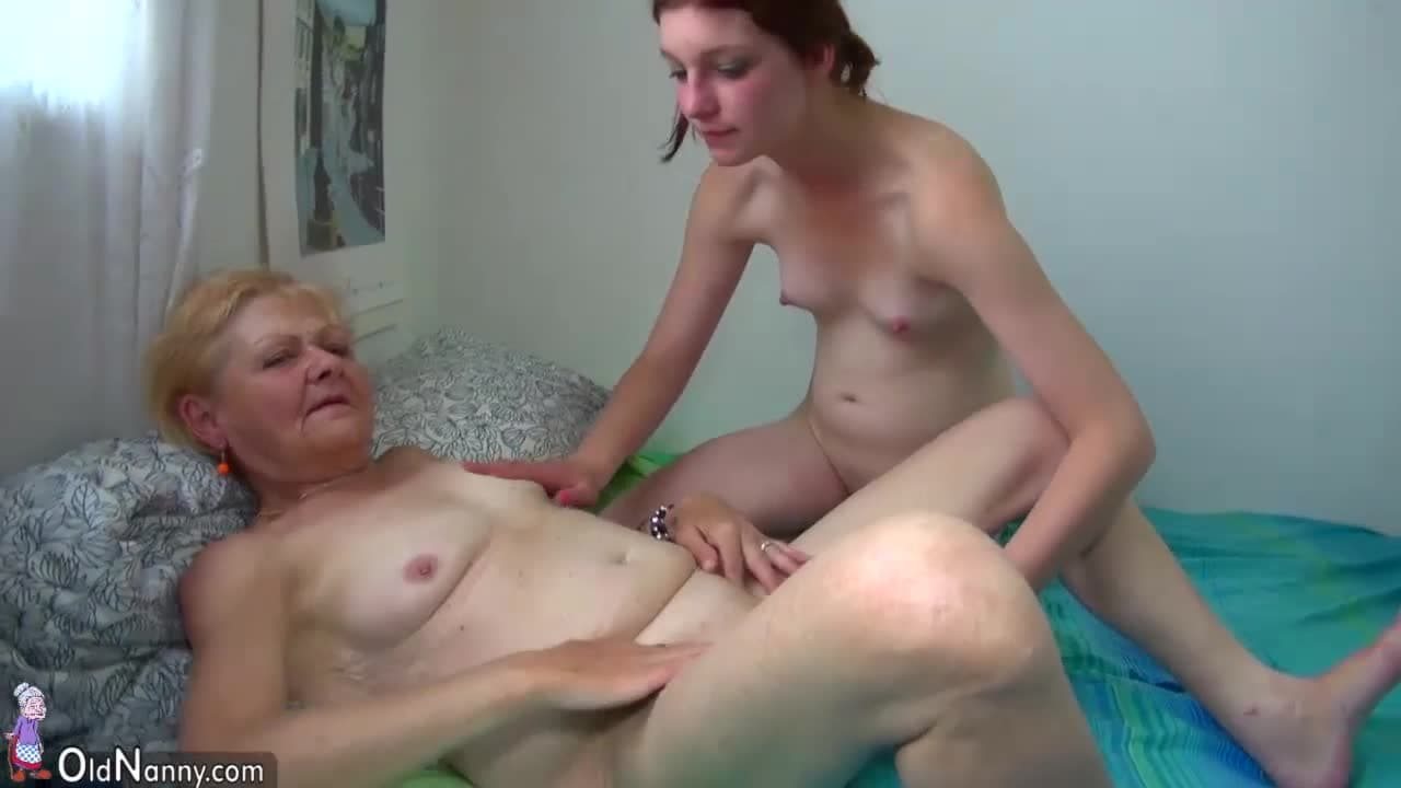 Abuelas Lesbian Porno esta chica solo se excita con la vagina de una abuela