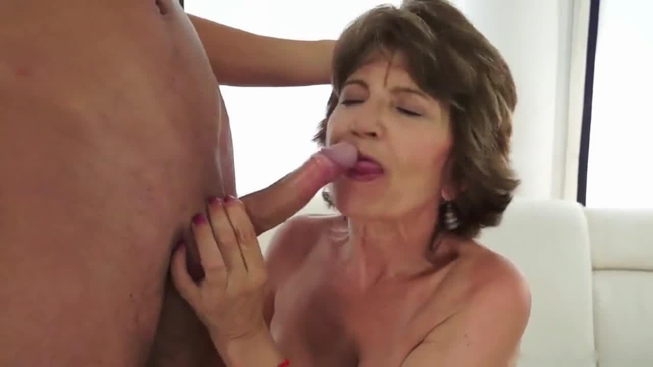 Ancianas Haciendo El Amor penetrándo a una vieja de 80 años | vf