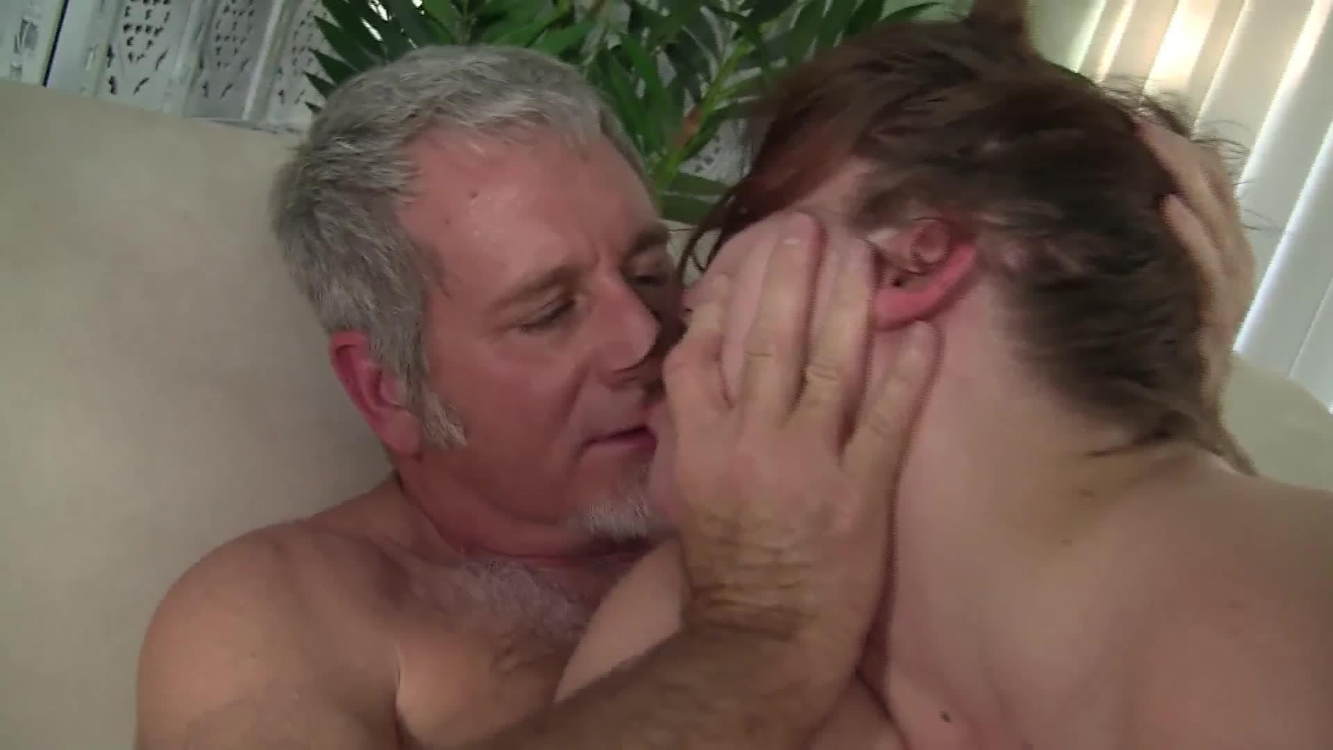Orjias Con Abuelas En El Cine Porno esta vieja gordita le pide a su marido una noche de placer