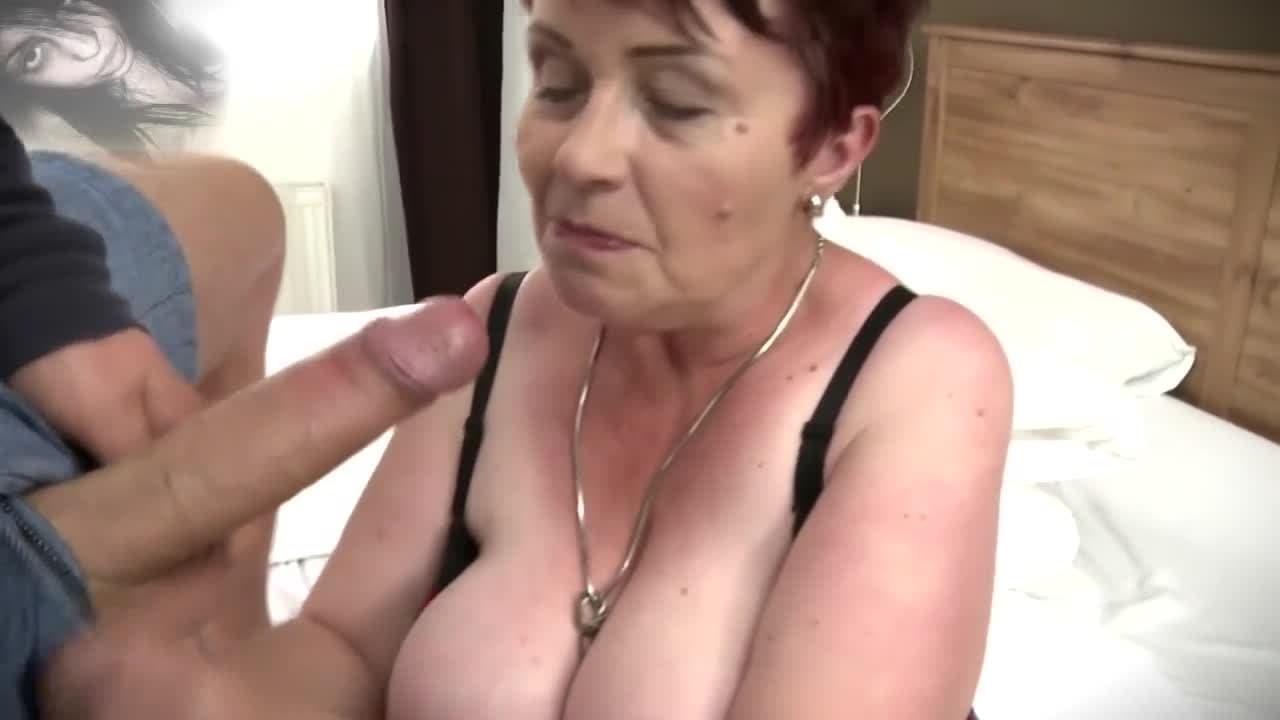 Ochentonas Follando mujeres desnudas que limpian y se masturban | viejasfollando